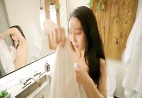 露脸情侣自拍浴室激情啪啪细腰美臀