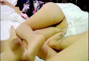 小鲜肉微信约炮96丝袜女神要求射丝袜美腿上玩起了足交女神自带情趣丝袜问起我喜不喜欢.mpg