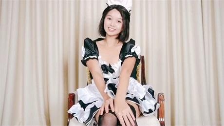 短发漂亮美女穿着女仆装黑丝椅子上塞着肛塞 假屌爆菊花自摸喷水