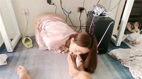 调教极品气质美女老师 舔脚趾 毒龙钻 样样精通