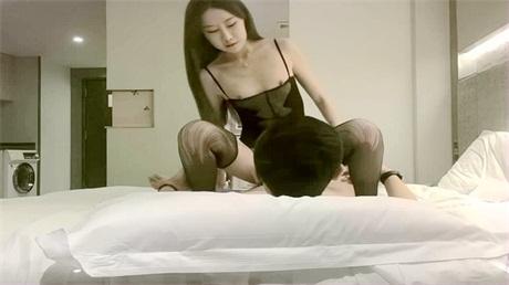 李寻欢探花高颜值网红妹子啪啪,特写舌吻摸逼穿上情趣装骑坐猛操