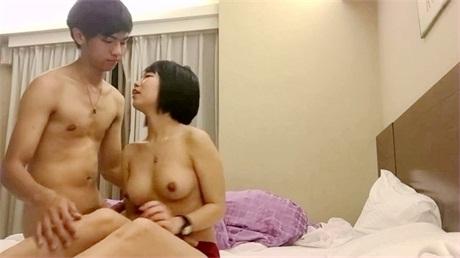 小巧可爱的大学美女刚被男友开苞没多久又和学长宾馆偷情啪啪,大屌每次用力抽插都嗷嗷浪叫,边操边拍