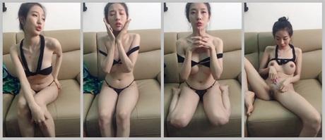 身材很苗條混血美女坐在沙發上自拍很誘惑