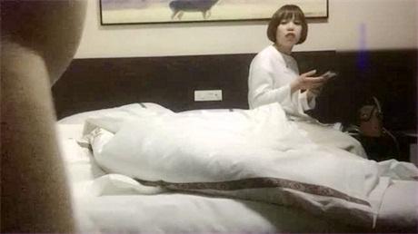 很久没冒泡的东莞四哥小旅馆找小姐偷拍30岁左右的短发鸡