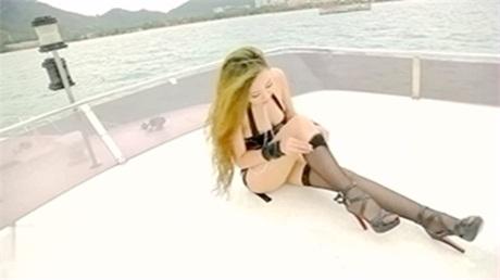 游艇上的黑丝美人鱼