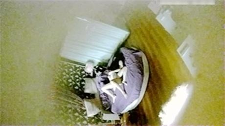 隐藏偷拍圆床情趣房间约炮偷情的白领男女激情拍拍