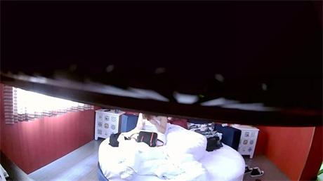 特色酒店白色圆床偷拍名牌包包的白嫩妹子被情郎骑着后人爆插