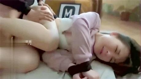 北京嫩模瑶瑶与意大利帅哥男友唯美自拍勃朗峰雪地旅游浴室激情做爱