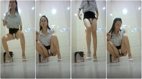 厕所偷拍银行职员粉嫩大美逼