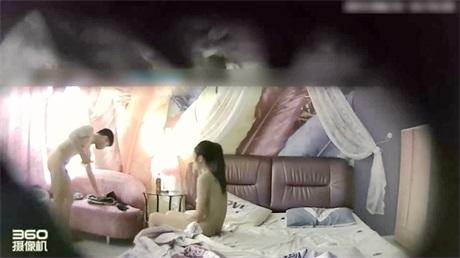 制服姐妹闺蜜宿舍裸聊直播边抽烟边自慰调情