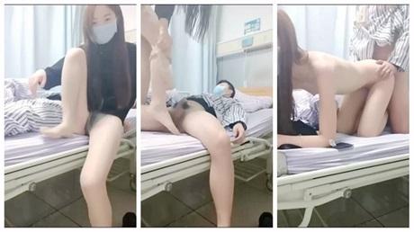 医院病房区看望病人直接和病友在病房的床上啪啪啪貌似隔床还有病人呢畏手畏脚不敢大声