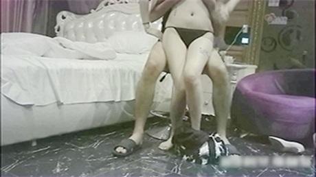 高级酒店重金约操极品大奶女神外围女,翘臀大胸美乳,身材超正,技术到位,干爽后主动还要,操的呻吟不止