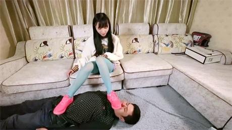 高品质丝袜会所彩色丝袜美少女调教顾客男主