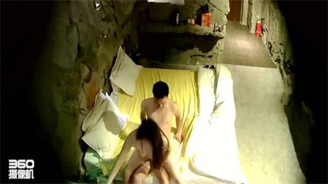 猴台主題房盜錄飢渴年輕情侶一天要幹好幾次 連衣裙女主別樣韻味