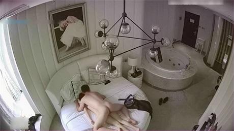 性感银行职员和行长情趣酒店玩约炮姿势太多女的很配合